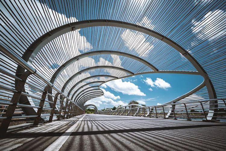 Jembatan Pantai Boom di Banyuwangi, Jawa Timur merupakan salah satu spot Instagramable di Banyuwangi.