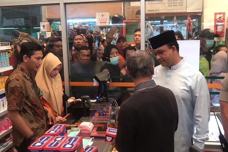 Gubernur DKI Jakarta Anies Baswedan di Pasar Pramuka, Jakarta Timur, Jumat (6/3/2020)