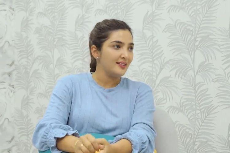 Ashanty berbincang dengan Raditya Dika. (Bidikan layar YouTube Raditya Dika).
