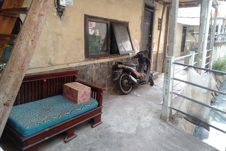Jendela tempat tetangga memberi makan Murtini,  ibunda Sudadi, Rabu (3/7/2019)