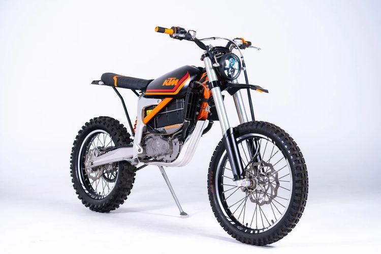 Motor custom KTM Freeride E-XC bergaya scrambler garapan GRID Cycles