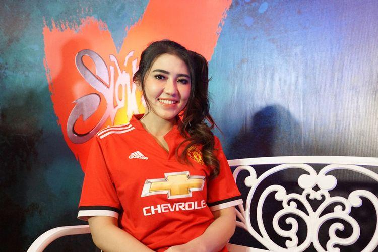 Penyanyi dangdut Via Vallen dalam jumpa pers usai konser Slank in Love di Balai Sarbini, Semanggi, Jakarta Selatan, Selasa (27/2/2018).