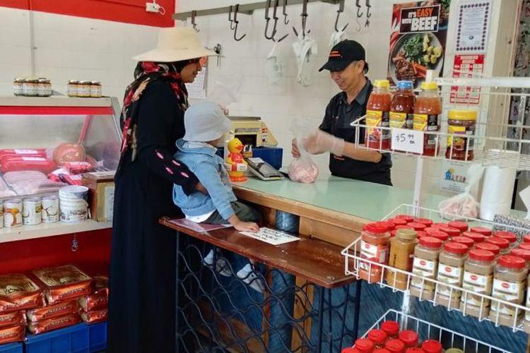 Sejak 18 tahun yang lalu, Sjahrir menjalankan bisnis toko daging halalnya setelah sebelumnya menjalankan bisnis fish and chips.