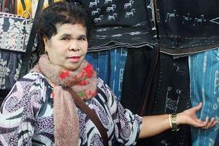 Veronika Anu, perempuan asli Ngada, NTT ini menekuni bisnis suvenir, perhotelan, butik, kebutuhan bahan pokok, sepatu, dan tas.