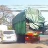 Cara Menghindari Terlibat Kecelakaan dengan Truk di Jalan