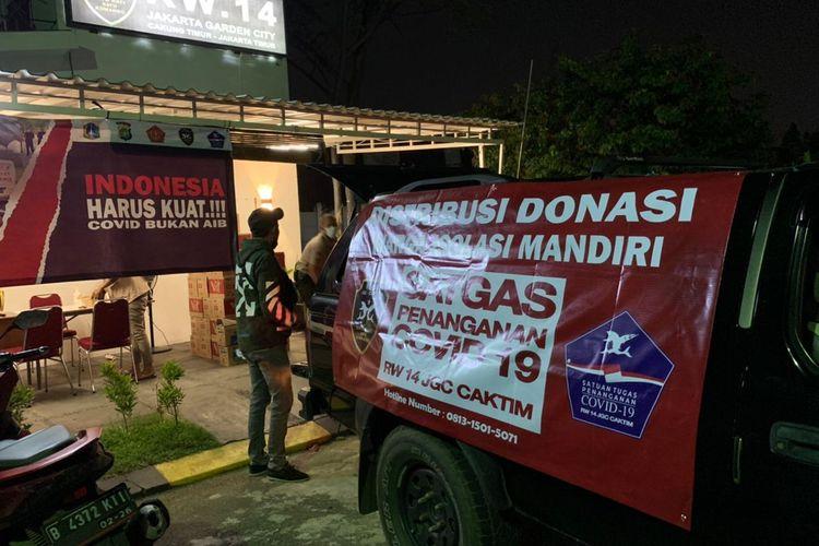 Satgas warga RW 14 Perumahan Jakarta Garden City (JGC), Cakung, Jakarta Timur.