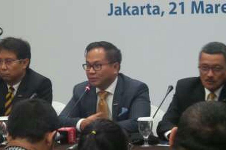 Kartika Wirjoatmodjo (tengah), Direktur Utama Bank Mandiri yang baru dalam RUPST Bank Mandiri, Senin (21/3/2016).
