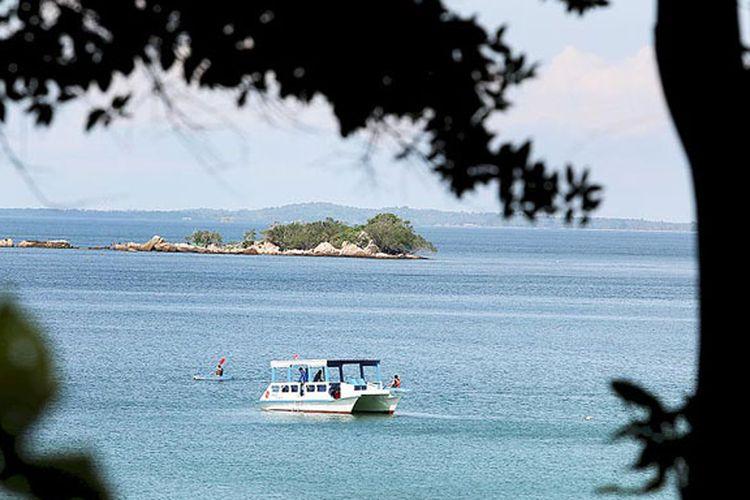 Aneka wisata pantai di Pulau Bintan, Kepulauan Riau, mulai dari kayak hingga snorkeling di pantai pribadi.