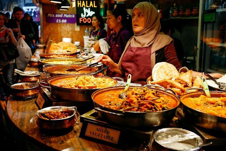 Ilustrasi wisata halal - Seorang penjual makanan halal di London, Inggris.
