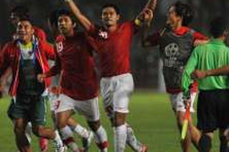Perayaan gol Bambang Pamungkas saat Indonesia mengalahkan Thailand pada partai fase grup Piala AFF 2010 di Stadion Utama Gelora Bung Karno, 7 Desember 2010.