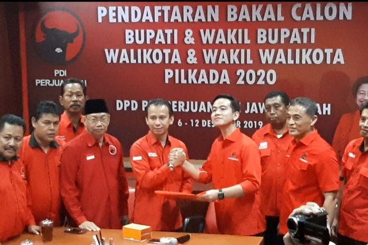 Gibran Rakabuming Raka akhirnya resmi mendaftarkan diri sebagai bakal calon Wali Kota Solo di kantor DPD PDI Perjuangan Jawa Tengah, Panti Marhaen Semarang pada Kamis (12/12/2019)