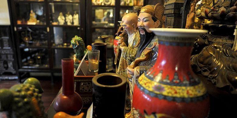 Sejumlah patung, guci dan benda berbahan keramik koleksi Museum Benteng Heritage di Pasar Lama, Kota Tangerang, Banten.