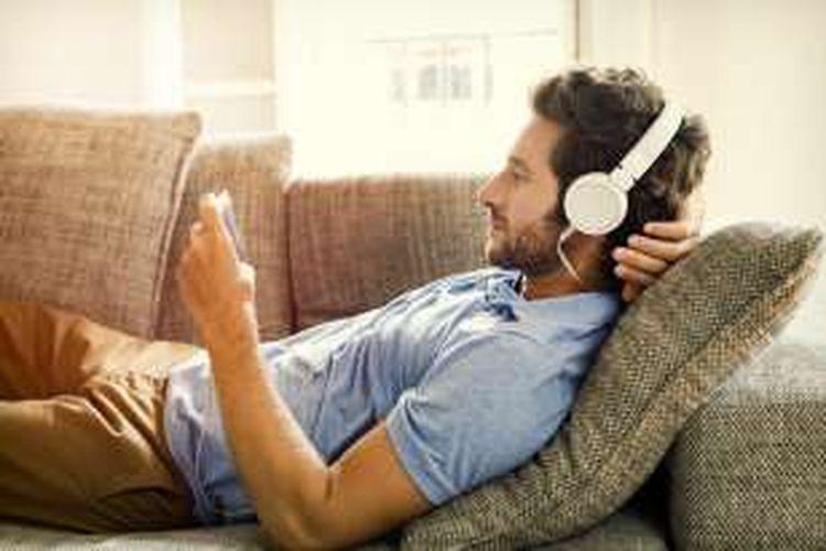 Menonton film via ponsel kini menjadi tren dikalangan para pengguna gadget