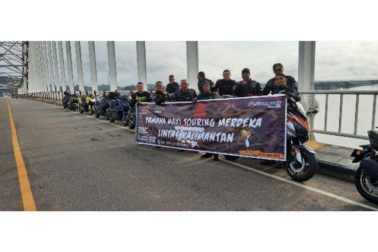 Komunitas Maxi Yamaha Kalimantan Barat sedang melakukan Touring Merdeka memutari pulau Kalimantan