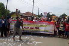 Ganti Rugi Tol Japek II Selatan Terlalu Murah, Warga Karawang Blokade Jalan
