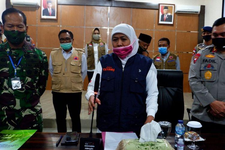 Gubernur Jawa Timur, Khofifah Indar Parawansa dalam rapat koordinasi penerapan PSBB Malang Raya di Bakorwil III Malang, Rabu (14/5/2020).