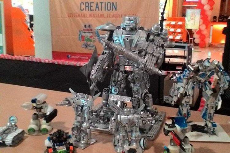 Salah satu produk Aulia Rahmawati, sampah menjadi mainan robot.