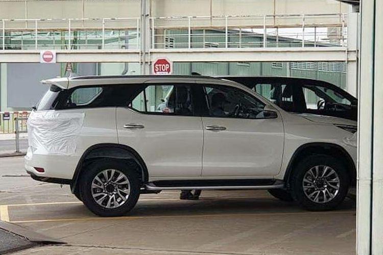 Toyota Fortuner 2020 terpantau sudah mendarat di Vietnam