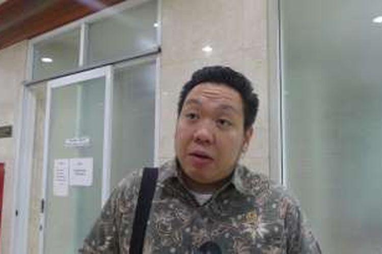 Anggota Komisi I dari Fraksi PDI Perjuangan Charles Honoris di Kompleks Parlemen, Senayan, Jakarta, Rabu (5/10/2016)