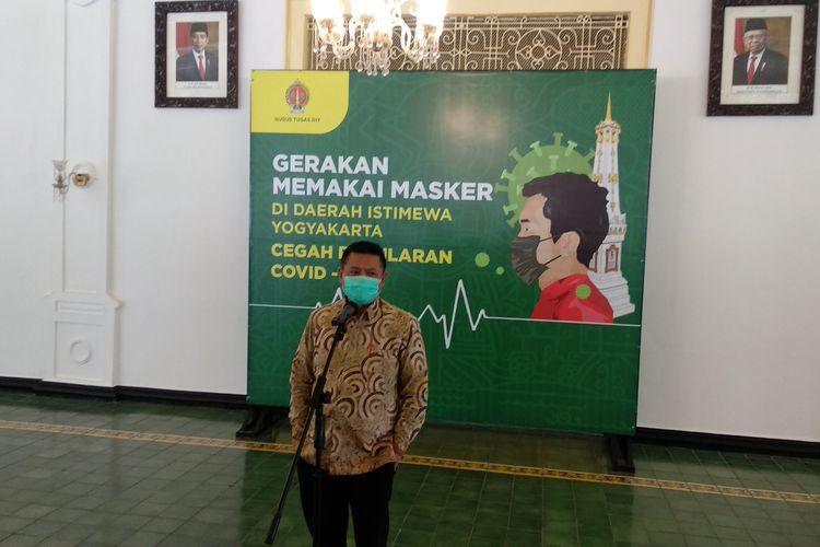 Sekda DIY Kadarmanta Baskara Aji saat umumkan tanggap darurat diperpanjang, Kamis (30/7/2020)