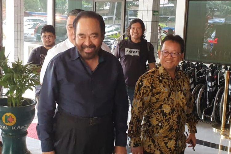 Ketua Umum Partai Nasdem, Surya Paloh (Kiri) di RSPAD Gatot Subroto, Sabtu (12/10/2019).