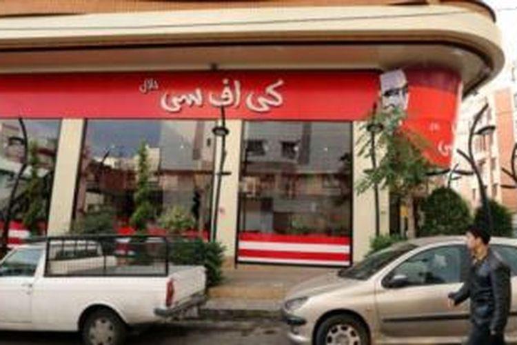 Eksterior restoran Halal KFC didominasi warna merah, mirip dengan restoran milik jaringan KFC Amerika.