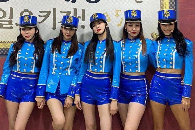 (Dari kiri ke kanan: Raina, Kim JungAh, Jooyeon, Bekah dan Kahi) Girlgroup After School untuk acara MMTG.