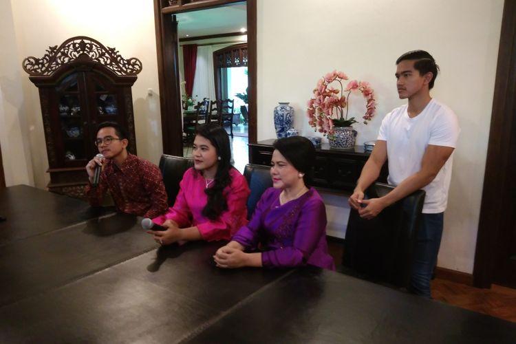 Keluarga Presiden Joko Widodo di kediamannya di Sumber, Solo, Minggu (17/9/2017)