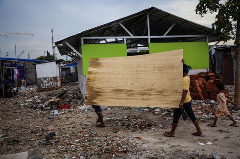 Bangun Rumah Bedeng, Warga Kampung Akuarium Takut Angin Kencang