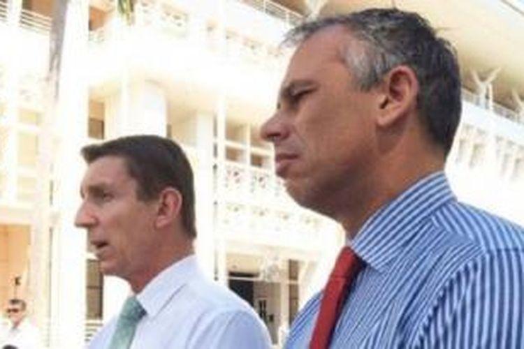 Menteri Bidang Energi Wilayah Utara Willem Westra van Holte dan Menteri Utama Adam Giles.
