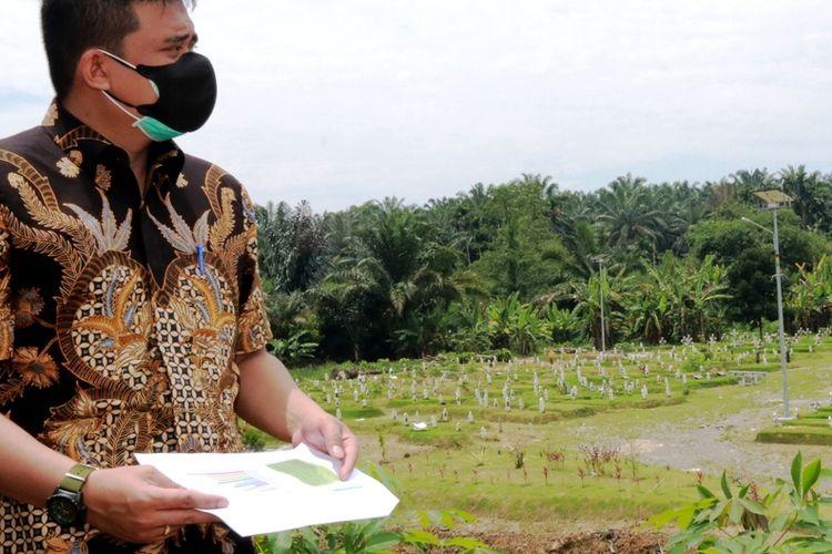 Wali Kota Medan Bobby Nasution di tempat pemakaman khusus Covid-19 di Jalan Bunga Rampai 4, Simalingkar B, Kecamatan Medantuntungan, Kamis (5/8/2021).