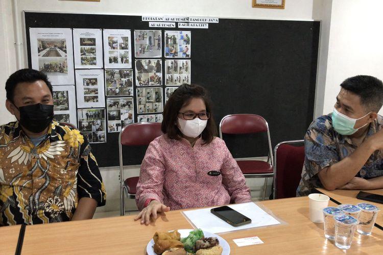 General Manajer Apartemen Kalibata City (tengah) Martiza Melati buka suara terkait terbongkarnya bisnis prostitusi online anak di bawah umur yang dibongkar oleh Polres Metro Jakarta Selatan, Kamis (14/10/2021) sore.