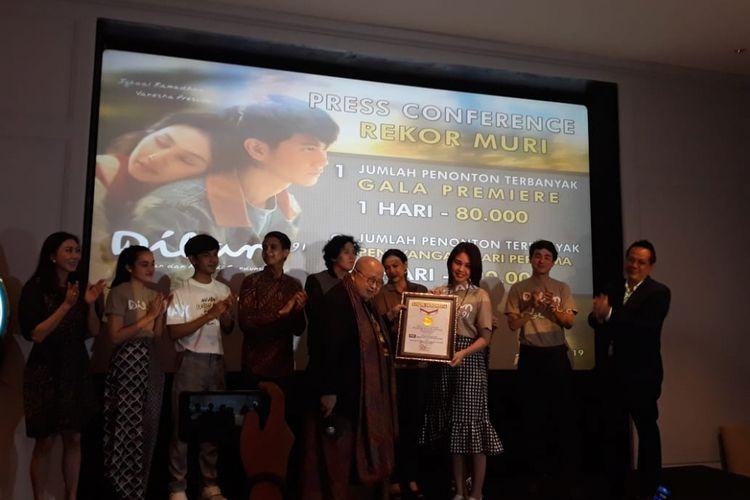 Film Dilan 1991 memecahkan rekor MURI sebagai film Indonesia dengan perolehan penonton terbanyak pada penayangan perdana di Kota Kasablanka, Jakarta Selatan, Minggu (3/3/2019).