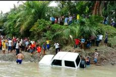 Seberangkan Mobil dengan Rakit di Sungai, 1 Keluarga Tewas Tenggelam