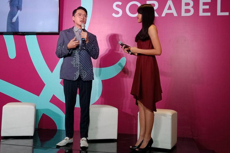 Desainer Barli Asmara ketika menghadiri peresmian sorabel.com di kawasan Kebayoran Baru, Jakarta Selatan, Kamis (7/2/2019).