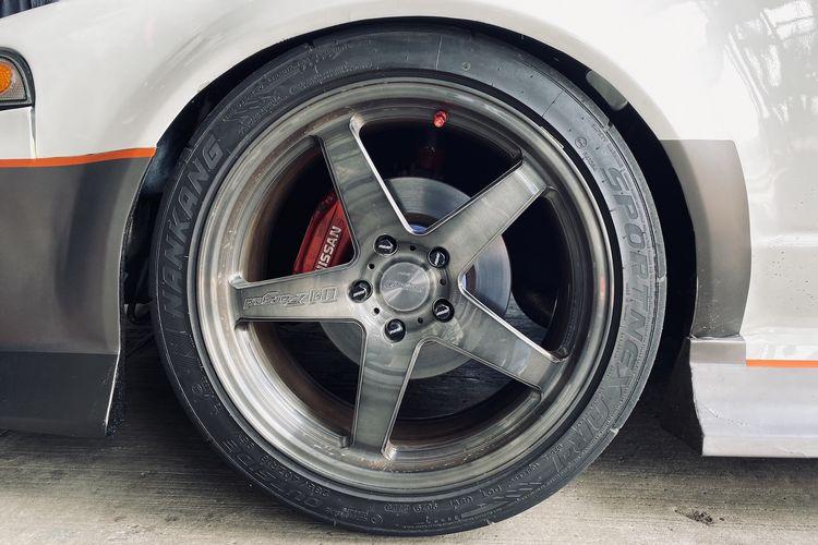 Pengepul Mobil-Nissan Cefiro - Ban