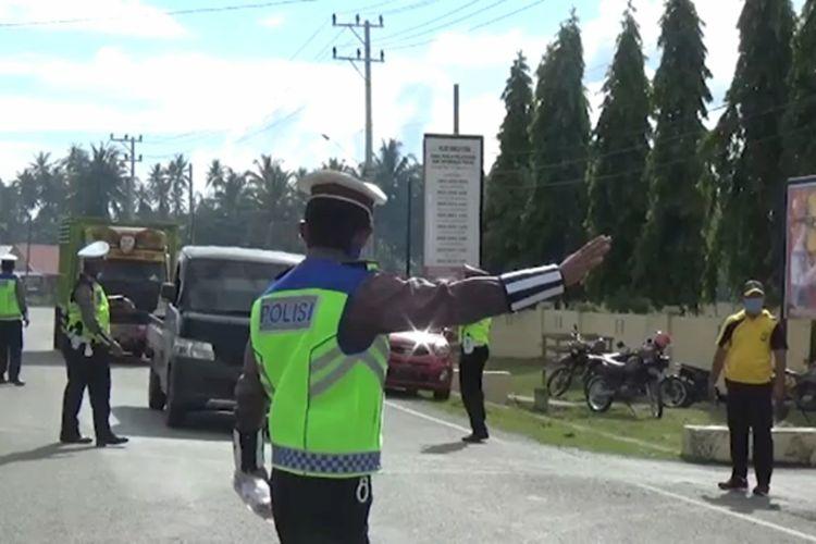 Kaget Dikira Kena Tilang, Warga dan Pengendara Senang dapat Bantuan Masker Gratis dari Polisi