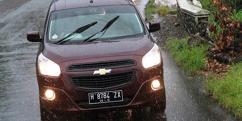 Berkendara di musim hujan bisa menjadi tantangan tersendiri, termasuk terjadinya aquaplaning.