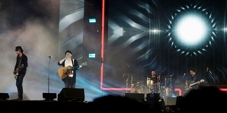 Grup band Padi Reborn saat tampil di panggung A Stage, Garuda Wisnu Kencana (GWK), Badung, Bali, Sabtu (8/9/2018).