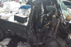 Tabrak Separator Busway di Pulo Gadung, Sopir Pikap Luka-luka Terjepit Mobil