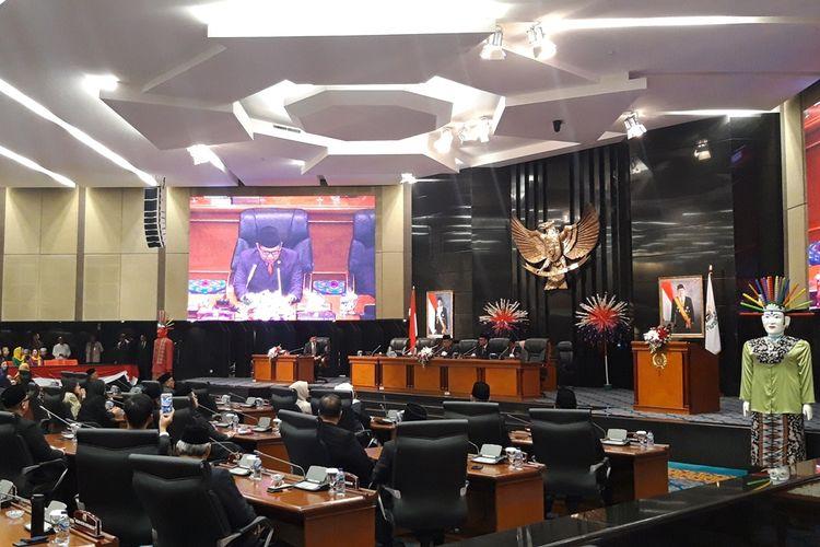 Suasana rapat paripurna penetapan pimpinan DPRD DKI Jakarta, di lantai 3, Gedung DPRD DKI, Jakarta Pusat, Kamis (3/10/2019).