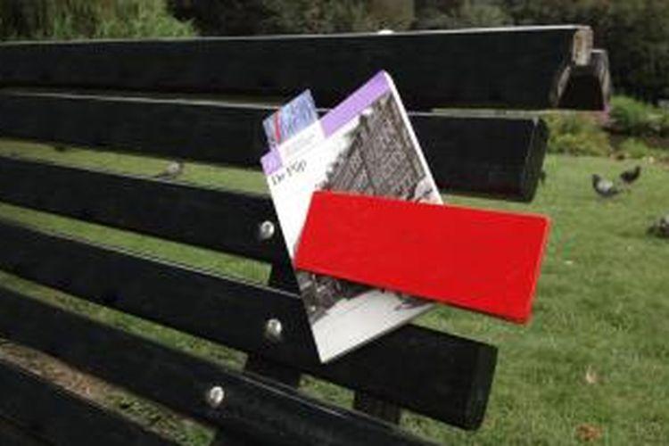 Penemuan-penemuan sederhana, akan berdampak luar biasa. Salah satunya, penjepit buku berwarna merah menyala ini.