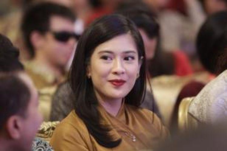 Aktris Dian Sastrowardoyo hadir dalam acara peringatan Hari Film Nasional, di Istana Negara, Jakarta, Senin (30/3/2015). Acara yang dihadiri Presiden Joko Widodo dan ratusan insan perfilman ini diisi dengan pemberian penghargaan kepada insan-insan yang berjasa dalam perfilman Indonesia dan nonton film bersama.
