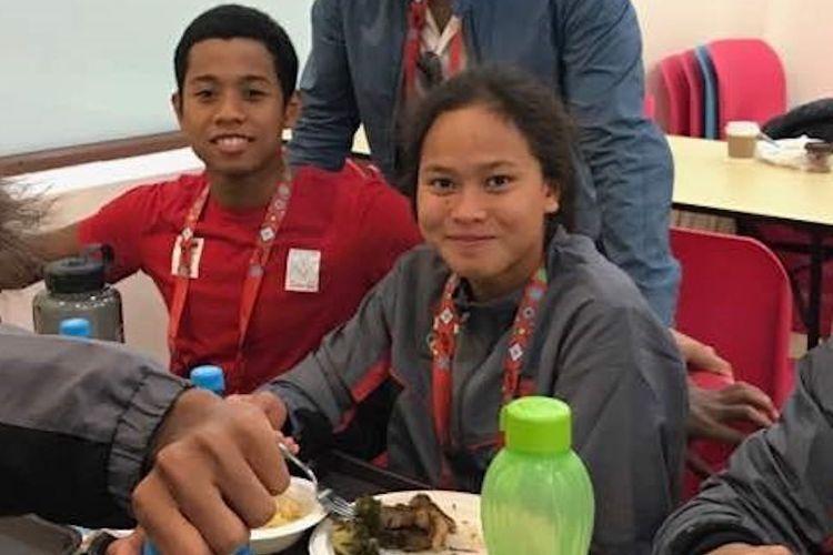 Perenang nasional Indonesia, Aflah Fadlan Prawira dan Ananda Treciel Vanessae Evato, berpose saat mengikuit Islamic Solidarity Games 2017 di Baku, Azerbaijan.