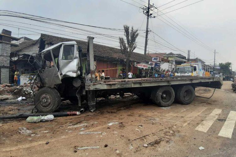 Kendaraan truk trailer yang memicu kendaraan beruntun dan tewaskan 7 orang di Purwodadi, Kecamatan Purwodadi, Kabupaten Pasuruan, Jawa Timur, Minggu (22/12/2019).