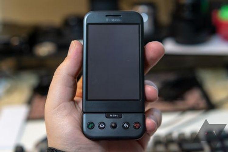 T-Mobile G1, ponsel pertama yang telah menjalankan sistem operasi Android.