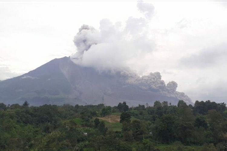 10112020 k160-19 Sinabung Kembali Luncurkan Awan Panas Guguran Sejauh 2500 Meter