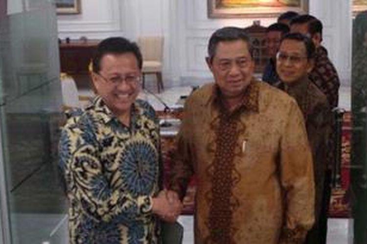 Presiden Susilo Bambang Yudhoyono menerima Ketua DPD Irman Gusman di Kantor Presiden, Jakarta, Rabu (10/4/2013).