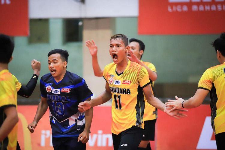 Sekolah Tinggi Ilmu Ekonomi (STIE) Tribuana Bekasi, Jumat (27/9/2019), dengan skor akhir 3-2 usai kalahkan Usakti Jakarta. STIE Tribuana jadi juara Nationals turnamen bola voli Liga Mahasiswa Volleyball Season 7.
