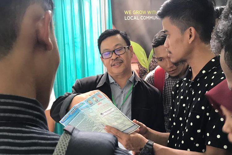Pameran kerja (job fair) dilaksanakan oleh KJRI Kuching bekerja sama dengan Pemerintah Provinsi Sulawesi Selatan. Pameran ini menawarkan 7.273 lowongan kerja untuk ditempatkan di perusahaan perusahaan asal Sarawak, Malaysia.